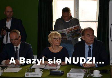 Bazyl czyta gazetę