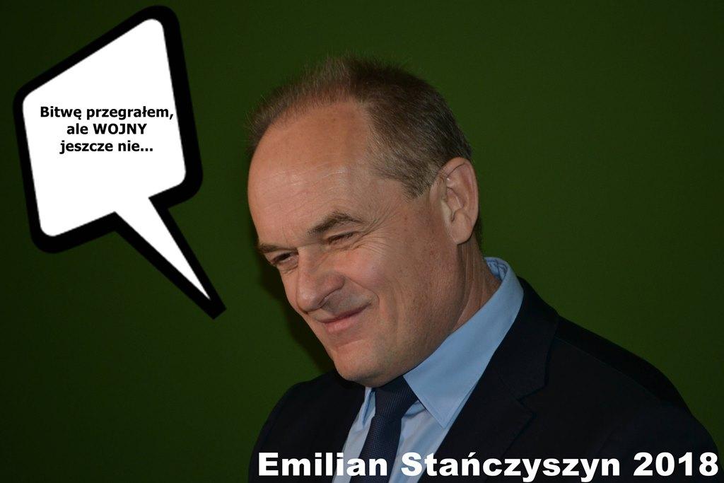 Uśmiechnięty Emilian Stańczyszyn
